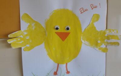 A sala dos Pintainhos- pintou com as mãos